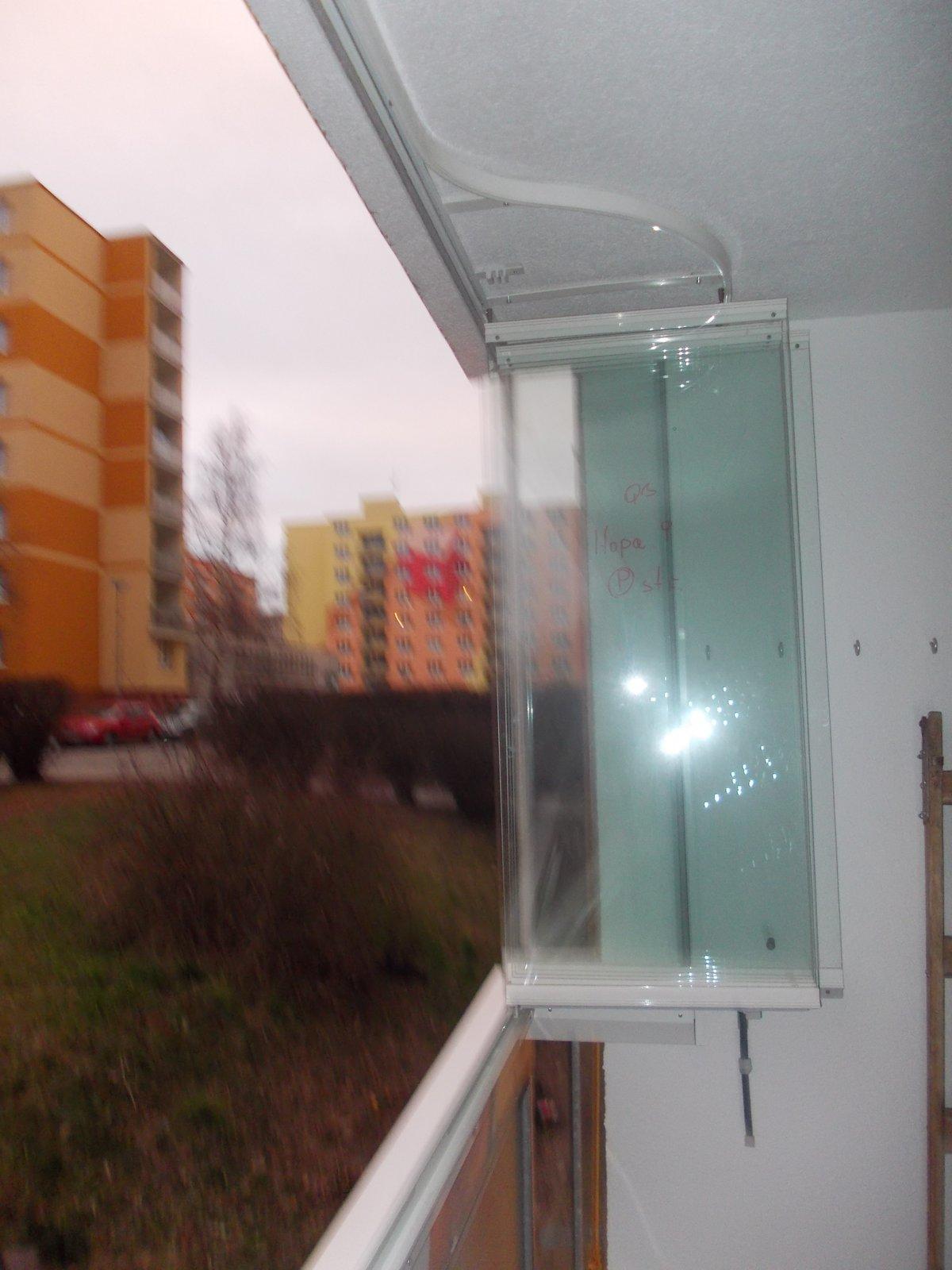 zasklení balkonu cena